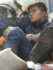 Vụ cháy làm 13 người chết: Cảnh sát PCCC cứu sống hàng trăm người trong chung cư Carina