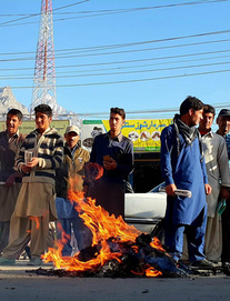 [Từ Pakistan]  - Chùm ảnh người dân xuống đường biểu tình phản đối Mỹ tấn công Syria