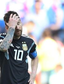 """""""Messi vẫn nguy hiểm hơn Ronaldo nhiều"""""""