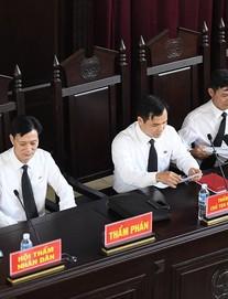 Nóng: Tòa xét xử BS Hoàng Công Lương trả hồ sơ, đề nghị khởi tố thêm 2 người