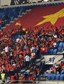 Việt Nam vs Nhật Bản: CĐV đến sân từ sớm, người hâm mộ trong nước sôi động tiếp lửa cho thầy trò Park Hang-seo