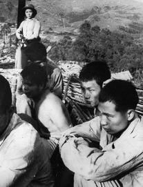 Chiến tranh 1979: Buộc người vào xe tăng cho khỏi ngã, lính TQ không kịp chạy tháo thân khi bị phản công