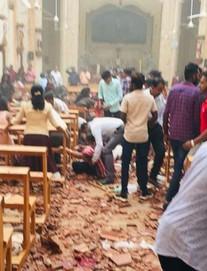 Lễ Phục sinh đẫm máu: Hơn 200 người thiệt mạng, đánh bom tiếp diễn, Sri Lanka áp giờ giới nghiêm