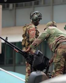 Tổng thống Mugabe mất chỗ dựa quan trọng nhất, khủng hoảng Zimbabwe sắp kết thúc?