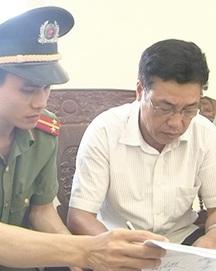 """Thanh Hóa: Bắt phó chủ tịch xã """"ăn"""" đất"""