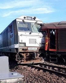 Ảnh hiện trường vụ 2 tàu hỏa tông trực diện vào nhau khi vào ga, nhiều toa tàu lật nghiêng