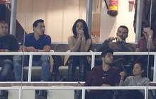 Bạn gái buồn rầu xem Ronaldo cùng đồng đội thua trận