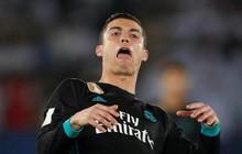 Ronaldo ngơ ngác rồi bực tức khi CĐV hô vang tên Messi