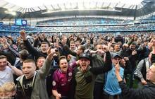 Cổ động viên Man City 'vượt rào' phủ kín sân mừng vô địch Ngoại Hạng Anh