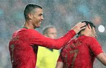 """Bị Ronaldo """"vượt mặt"""", Messi yêu cầu Barca """"dẹp"""" Salah, mua luôn đối tác của CR7"""