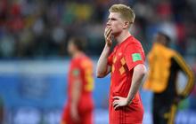 """Ác mộng của """"nhạc trưởng"""" Bỉ: 2 lần vung chân, 2 đồng đội lãnh thẻ vàng"""