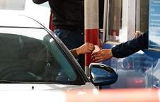 Lãnh đạo Vidifi nói về việc lái xe dùng tiền lẻ thấm nước mua vé qua trạm thu phí QL 5