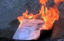 Cựu sinh viên ĐH Kinh tế TP.HCM đốt bằng tốt nghiệp, lãnh đạo nhà trường nói gì?