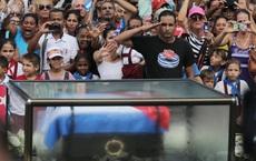 Người dân Cuba rưng rưng trên đường tiễn biệt Lãnh tụ Fidel Castro