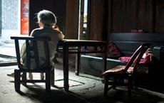 Mẹ già nhảy lầu tự tử giữa đêm và bài học đắt giá dành cho những người làm con