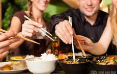 4 kiểu ăn uống càng ăn càng xấu xí, già nua, bệnh tật: Có thể bạn cũng đang mắc lỗi này!