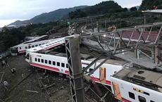 Tàu hỏa Đài Loan trật bánh trong tai nạn thảm khốc: 17 người chết, 100 người bị thương