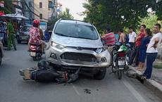 Xế hộp tông liên tiếp 4 xe máy ở Hà Nội, 6 người nhập viện