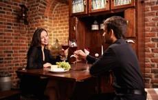 Bụng đói, đứng trước nhà hàng, 1 kín khách và 1 vắng hoe, doanh nhân Do Thái chọn thế nào?