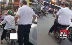 Tài xế grab nhỏ bé đèo người đàn ông ngoại quốc - hình ảnh gây chú ý đặc biệt trên phố