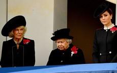 """Khoảnh khắc bà Camilla liếc mắt nhìn con dâu gây sốt dư luận nhưng cách Công nương Kate """"đáp trả"""" mới là đỉnh cao"""