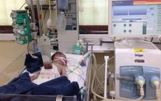 Chồng đỡ đẻ cho vợ tại nhà đau đớn phát hiện con gái bị lòi ruột ngoài bụng