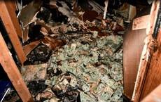 Đi chữa cháy, lính cứu hỏa phát hiện núi tiền ở hiện trường, sau đó còn gặp điều kỳ lạ hơn