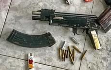 """Đệ tử của """"trùm xã hội đen"""" vừa ra tù đã mang súng bắn gục đối thủ giữa đường phố"""