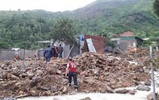 Đang ăn phở, đoàn giáo viên gặp nạn sạt lở đất ở Nha Trang, 5 người thương vong