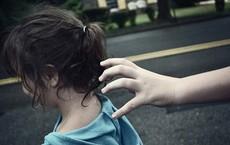 Bị bắt cóc nhưng chỉ 1 câu nói, bé gái 5 tuổi đã tự giải thoát mình khỏi nguy hiểm