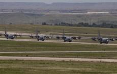 Xem Không lực Hoa Kỳ triển khai lực lượng tấn công đường không quy mô chưa từng thấy