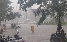 """Đà Nẵng """"thất thủ"""" lần 2, nước ngập khắp các tuyến đường trung tâm"""