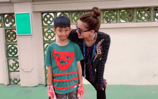 Vừa về quê tình mới, Cường Đô la đã đến trường cổ vũ con trai Subeo cùng với Hà Hồ