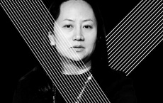 """CFO Huawei bị còng tay chân như trọng phạm: Báo TQ tố Canada cố tình """"diễn"""" cho Mỹ xem"""