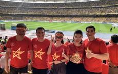 Sang tận Malaysia cổ vũ bóng đá, Huyền Dung - The Voice suýt... đứng ngoài SVĐ dù đến trước 4 tiếng