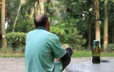 Lấy người 65 tuổi làm chồng, cô gái 28 tuổi khiến con trai chồng vừa gặp đã choáng váng