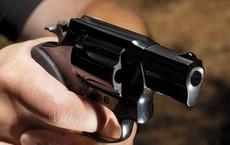 Giang hồ rút súng bắn người giữa quán nhậu