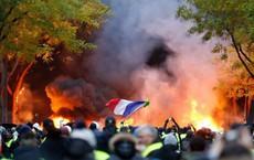 """Bạo động tại Paris: """"Mùa xuân Liên minh Châu Âu"""" đang gõ cửa từng quốc gia, TT Macron mắc kẹt trong thế bí"""