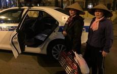 CSGT đưa 2 mẹ con giúp việc về quê ăn Tết trước thời khắc giao thừa