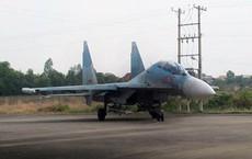 Su-30MK2 Việt Nam đeo tên lửa R-27 và pod tác chiến điện tử trực chiến