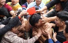 Cảnh tranh cướp chiếu cói mong sinh quý tử tại lễ hội Đúc Bụt