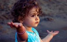 Muốn con hạnh phúc thì đừng dạy con làm thế nào để thành công, hãy dạy con lớn lên một cách tự tin và biết yêu thương