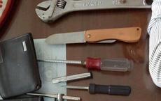 Bị truy đuổi, 2 tên cướp dùng dao chống trả cảnh sát đặc nhiệm trên phố Sài Gòn