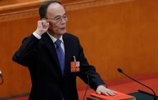 Tân Phó Chủ tịch TQ Vương Kỳ Sơn trở lại ngoạn mục, đập bàn tại lễ tuyên thệ nhậm chức
