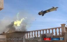 Phiến quân phóng tên lửa, diệt gọn hàng chục xe tăng và 2 khẩu pháo hạng nặng của QĐ Syria