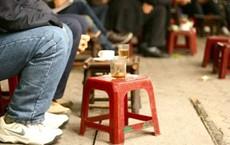 """Bị """"ném đá"""" vì than kinh doanh lỗ do khách ngồi quá lâu, chủ quán cà phê cóc lên tiếng!"""