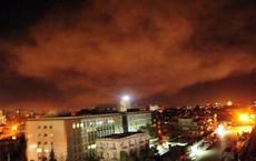 Hình ảnh không quân Syria bắn hạ tên lửa trong cuộc tấn công kép của Israel đêm 16/4