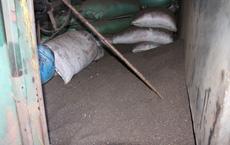 Cận cảnh bên trong cơ sở chế biến cà phê từ bột đá và pin Con Ó