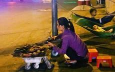 Phía sau hình ảnh 2 chiếc võng đong đưa bên lò khoai nướng của người mẹ nghèo ở Sài Gòn