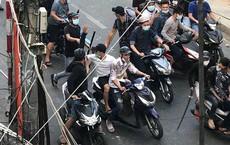 """Nhân chứng vụ 30 giang hồ truy sát ở Sài Gòn: """"Mượn dao trong quán chém nhau rồi trả lại trước khi tẩu thoát"""""""